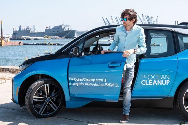 BMW i al fianco di Boyan Slat per pulire l'oceano dalla plastica