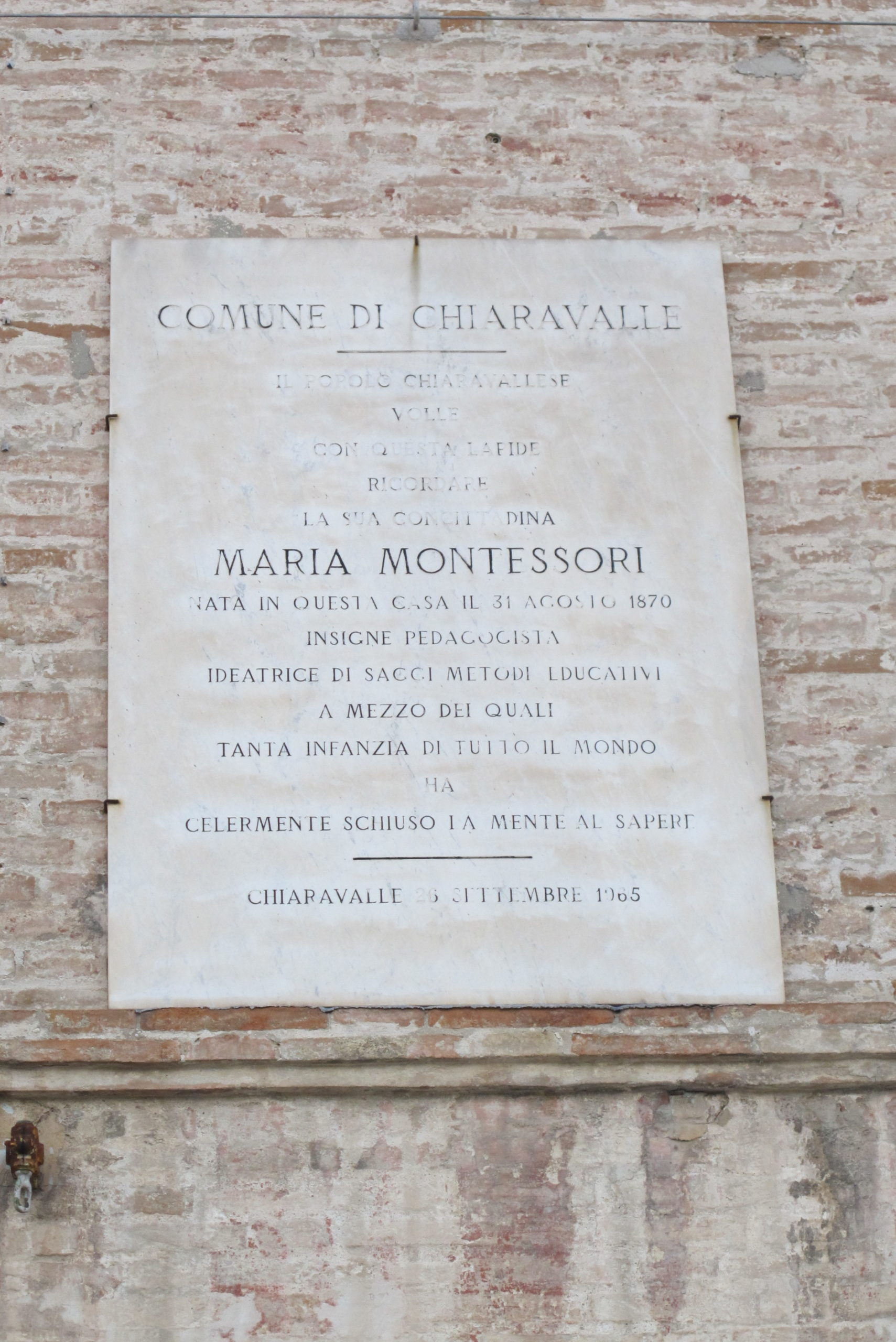 Chiaravalle - Maria Montessori in lutto
